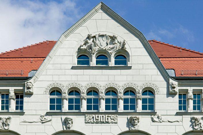 Haus des Handwerks, Giebel